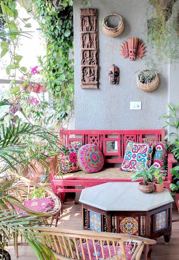 Jardim pequeno em estilo boho para a varanda; conforto, acolhimento e descontração em nível máximo