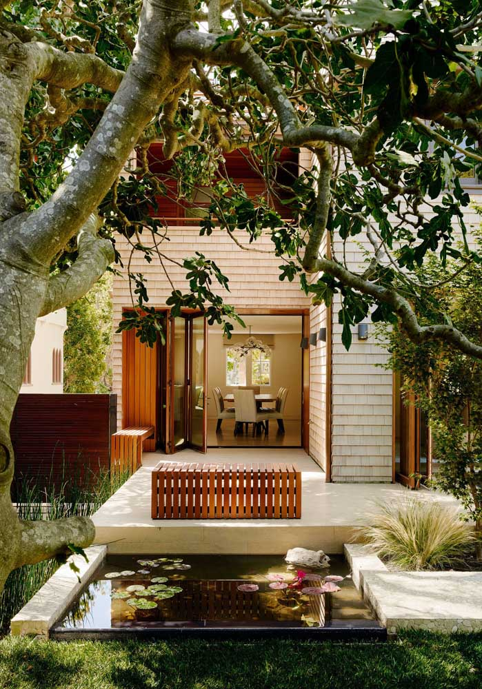 Que tal valorizar ainda mais o seu pequeno jardim criando um lago artificial?
