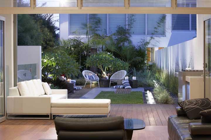 Se puder, invista em uma integração completa entre a sala de estar e o jardim externo