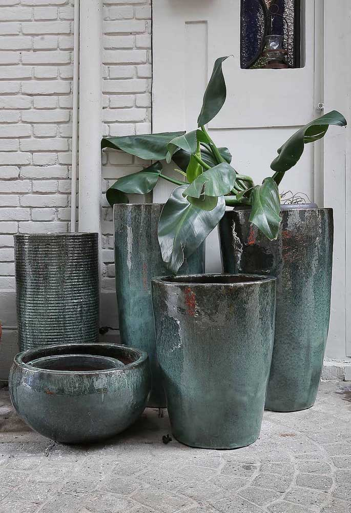 Conjunto de vasos iguais na cor e no material