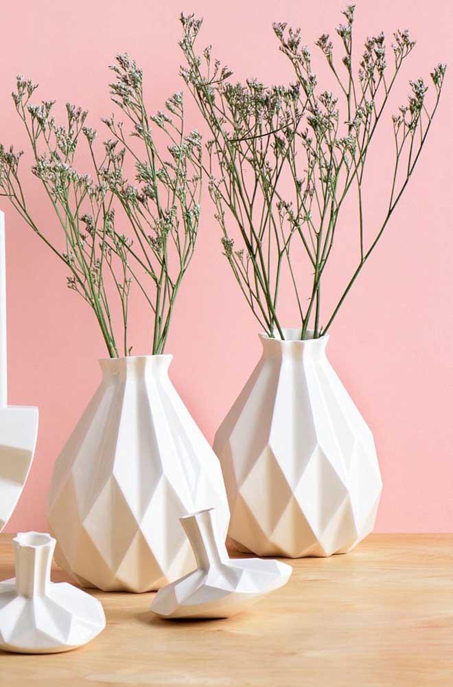 Sabe aquele nicho da cozinha? Que tal colocar uns vasinhos decorativos nele? Se preferir, pode usar plantas artificiais
