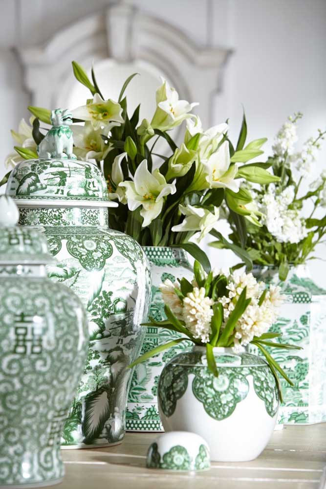 Conjunto de vasos de cerâmica clássico e elegante