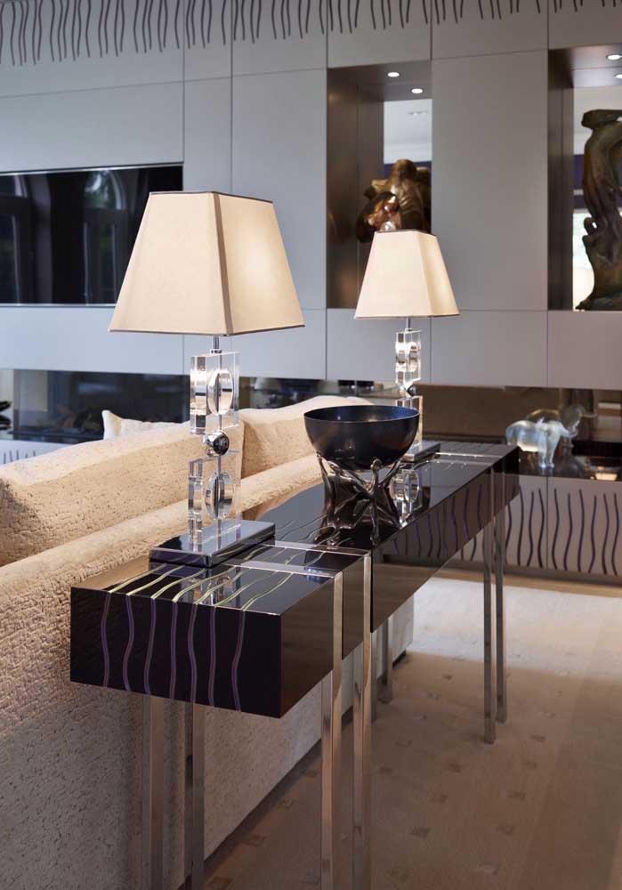 Aparador para sala de vidro com pés metálicos: elegância e sofisticação para o ambiente