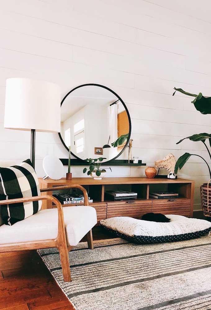 """Sala escandinava: a beleza única do estilo """"menos é mais"""" aplicada com muito charme a esse aparador para sala de ferro"""