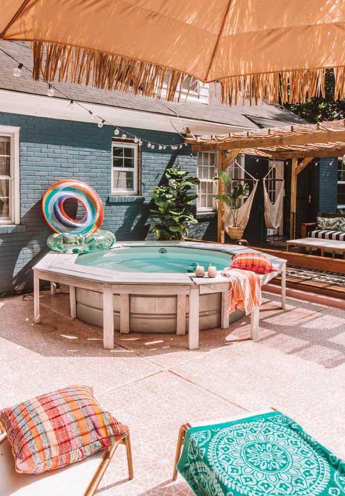 A piscina artesanal é o complemento perfeito da área gourmet