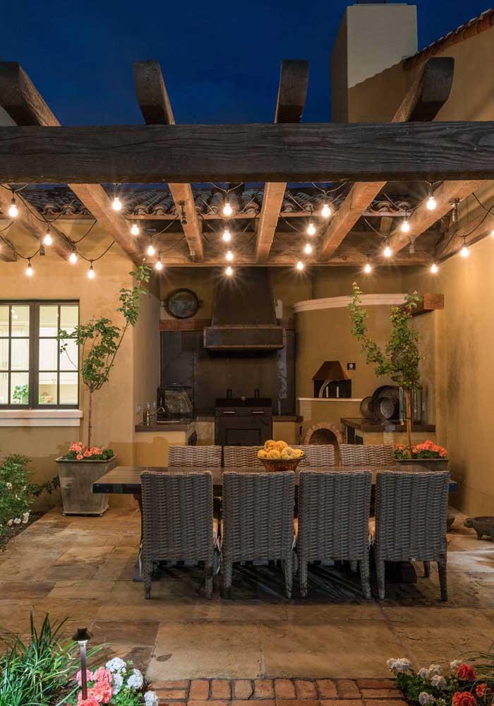 Invista em um projeto especial de iluminação para que sua área gourmet fique aconchegante e intimista