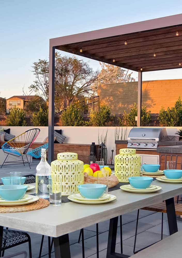 Capriche na escolha das louças e talheres da área gourmet, esses elementos podem fazer parte da decoração