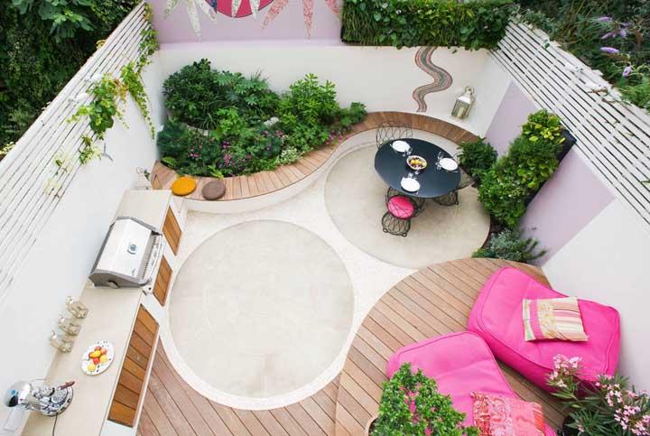 Mesmo o menor dos quintais pode se transformar em uma área gourmet linda e muito funcional