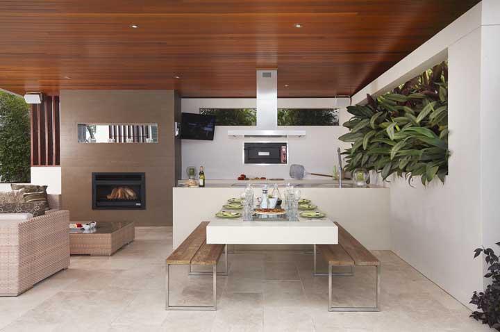 Área gourmet com espaço dedicado para as refeições e outro para relaxar e descontrair