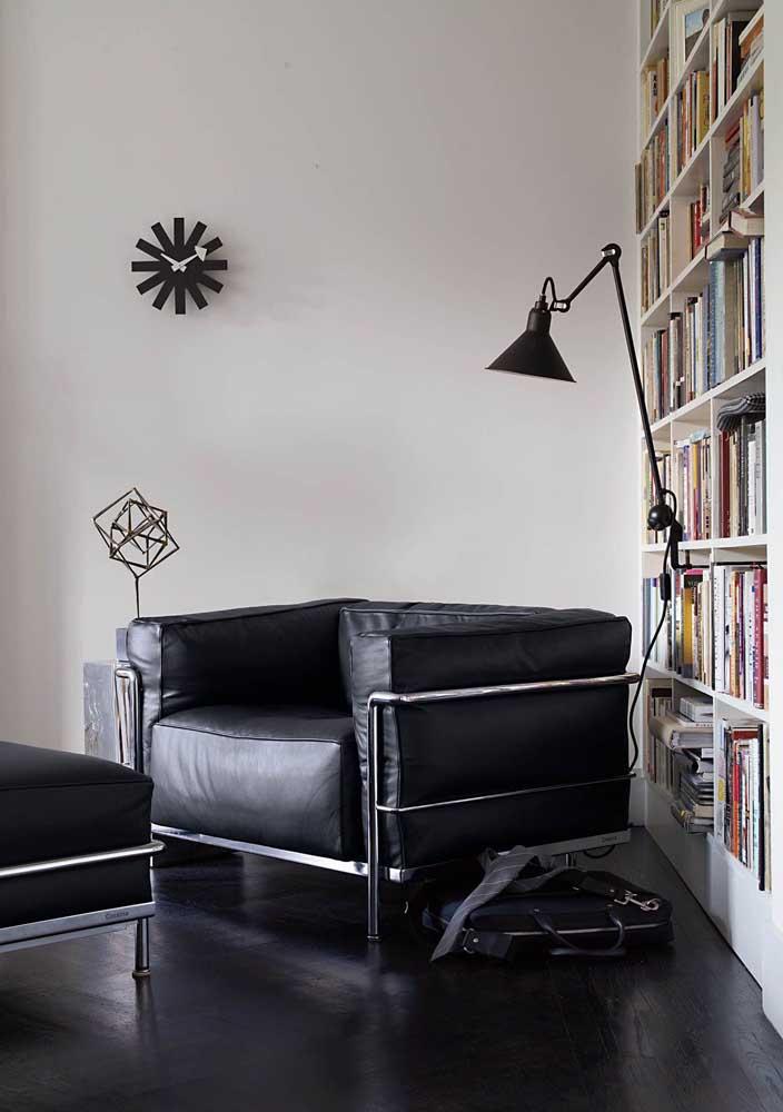 As luminárias de chão são as melhores opções para o cantinho da leitura, já que você pode direcioná-las para onde desejar