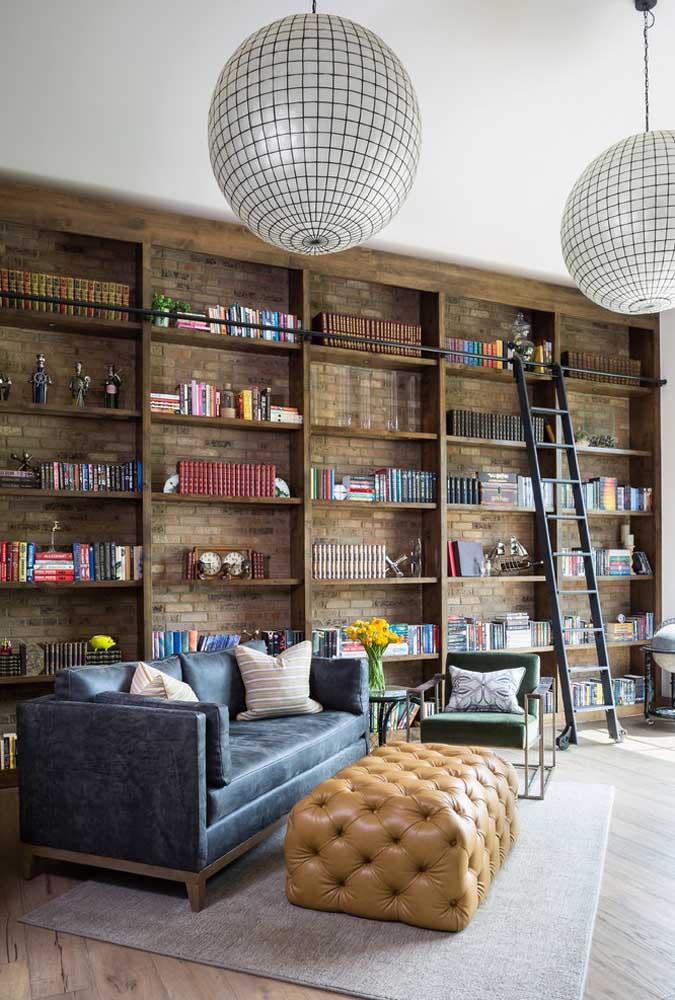 Aperfeiçoe a ideia do cantinho da leitura e construa uma biblioteca dentro de casa
