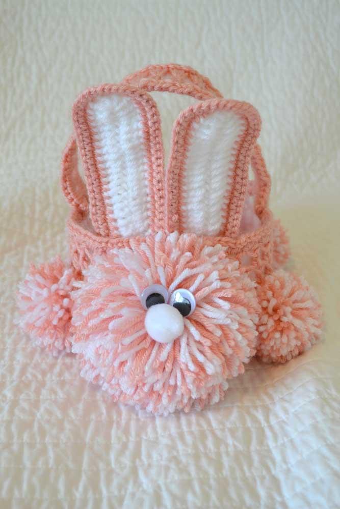 Você pode usar a criatividade na hora de fazer o cesto de crochê. Faça no formato de bichinhos ou frutas.