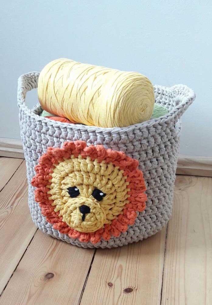 Que tal fazer a carinha do leão no seu cesto de crochê? Só veja as cores para fazer uma ótima combinação.