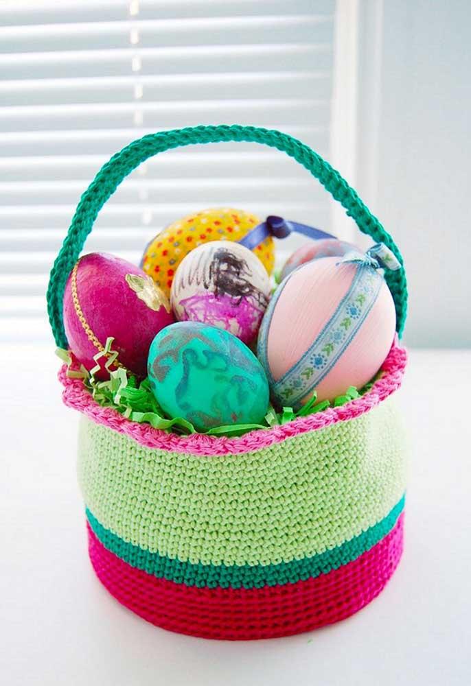 A melhor forma de organizar seus pertences é investir em cestos feitos de crochê.
