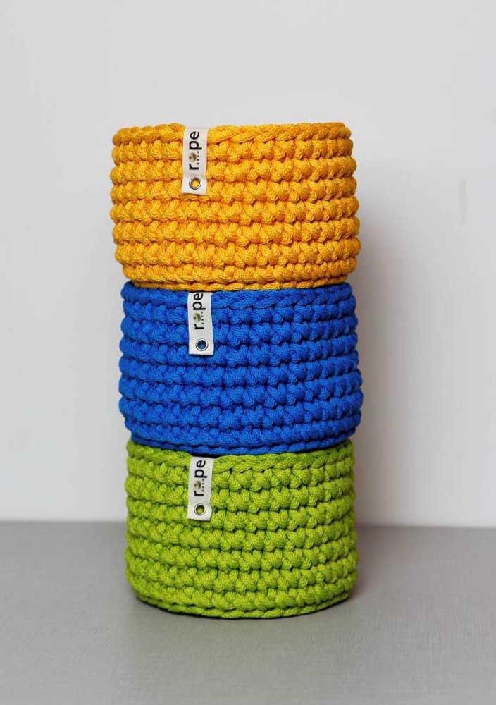 Olha como ficaram lindos esses cestos. Você pode perceber que a linha usada é mais grossa, deixando-os mais resistentes.