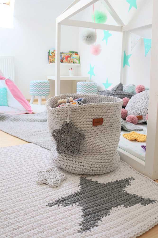 Da mesma forma você pode fazer no quarto das crianças para não deixar os brinquedos espalhados pelo chão.