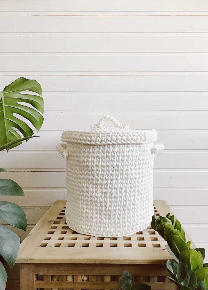 Prefira usar cestos com tampas, pois fica mais fácil de organizar todos os pertences dentro.