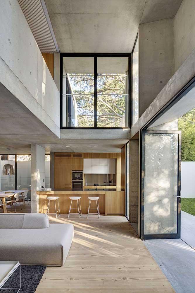 Mas o uso do cimento queimado na parede e teto ainda é o mais usado, justamente por proporcionar um ambiente mais moderno.