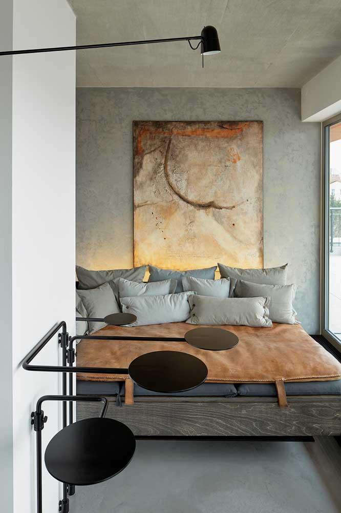 Aqui o quadro usado na parede de cimento queimado consegue se destacar ainda mais.