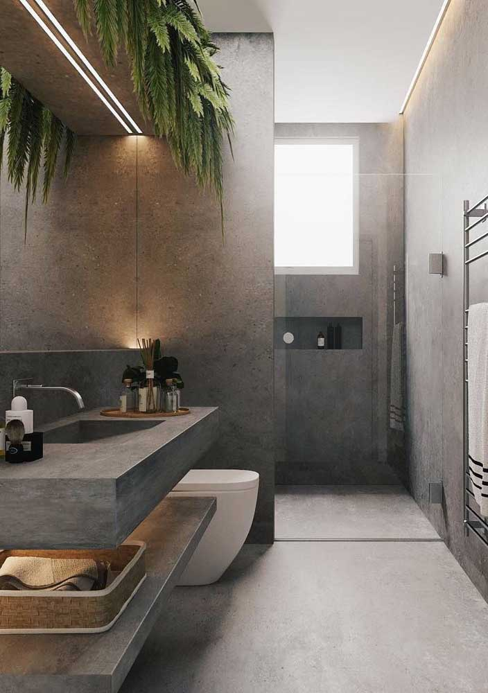 Deixe o tom mais escuro do cimento queimado para cômodos como o banheiro, principalmente, porque o material é bastante resistente.