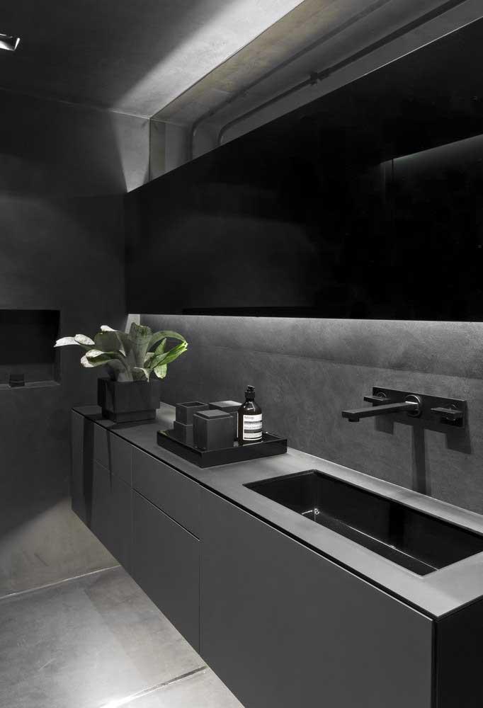 Um banheiro no estilo industrial pede uma combinação entre as cores preta, cinza chumbo e cimento queimado.