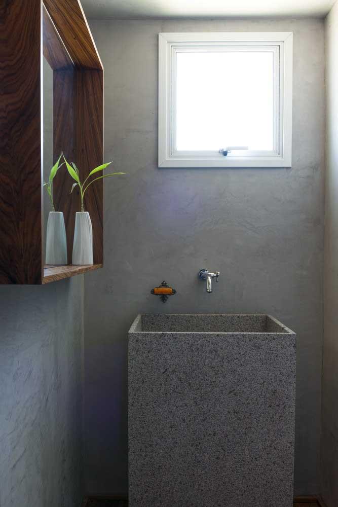 Use o cimento queimado sem preocupação, já que o material é resistente. Mas o melhor é que o custo é bem baixo.