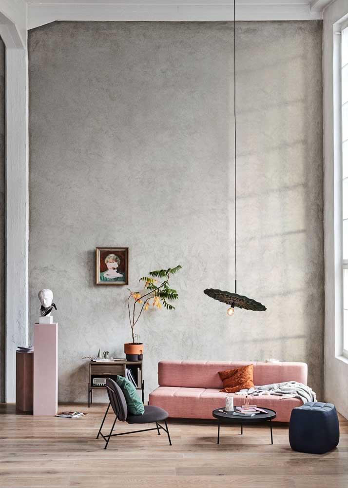 Olha como ficou perfeita essa parede revestida com cimento queimado.