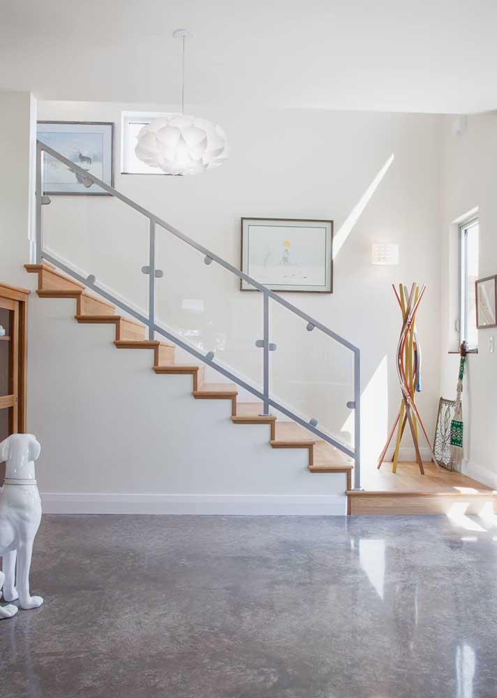 Você está vendo o brilho do piso feito com cimento queimado? O material além de ser barato, ajuda a deixar o ambiente mais lindo.