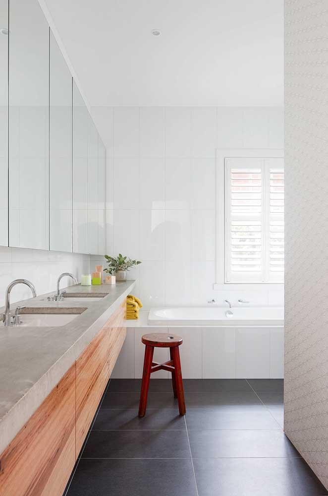 Se você não quer usar o cimento queimado em pisos, paredes e tetos, pode usá-lo na bancada da pia.