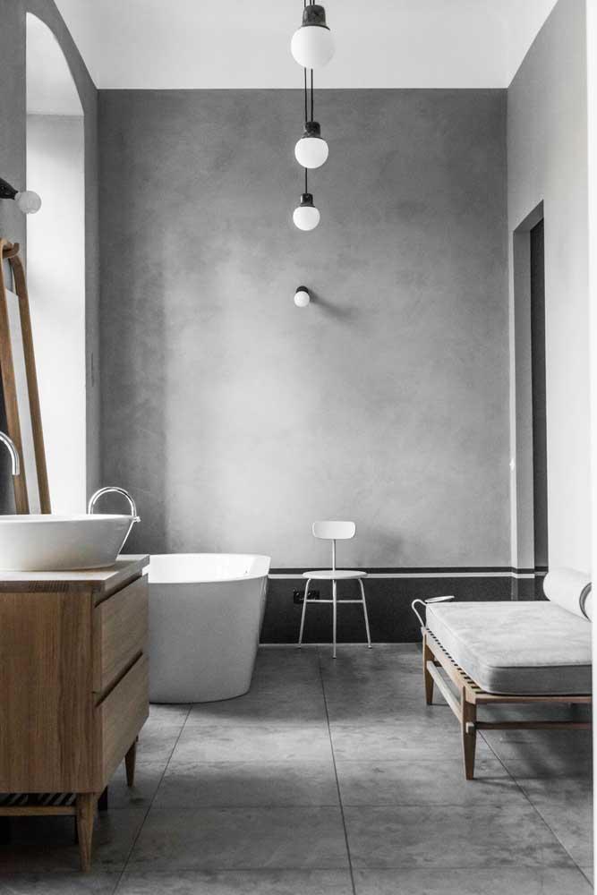 Por ser um revestimento muito resistente, o cimento queimado pode ser usado no banheiro sem nenhum problema.