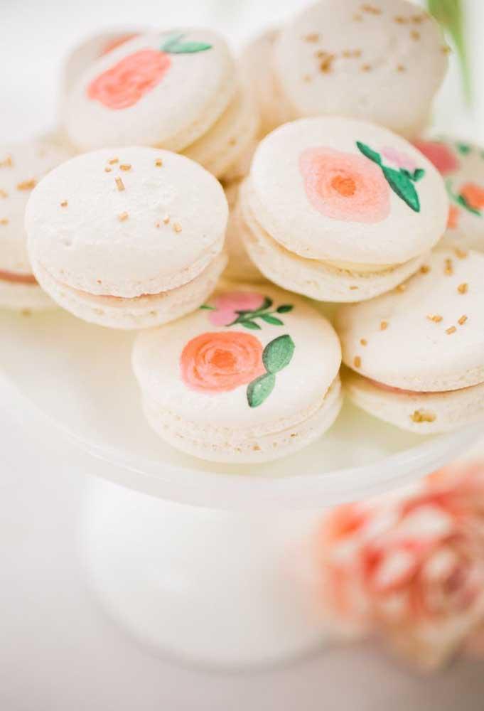 Os macarons não podem faltar na festa infantil, mas ficam mais bonitos se forem personalizados com o tema da festa.