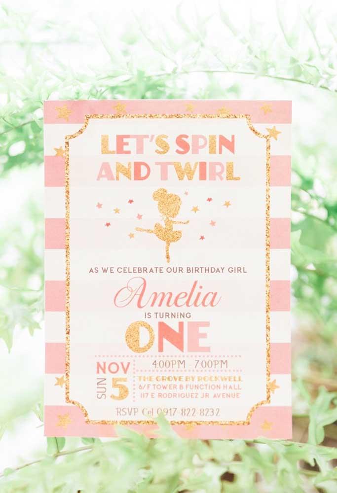 Olha como está lindo esse convite de aniversário com o tema bailarina. Para destacá-lo, foi usado bastante brilho e uma mistura de tamanho e formato de letras.