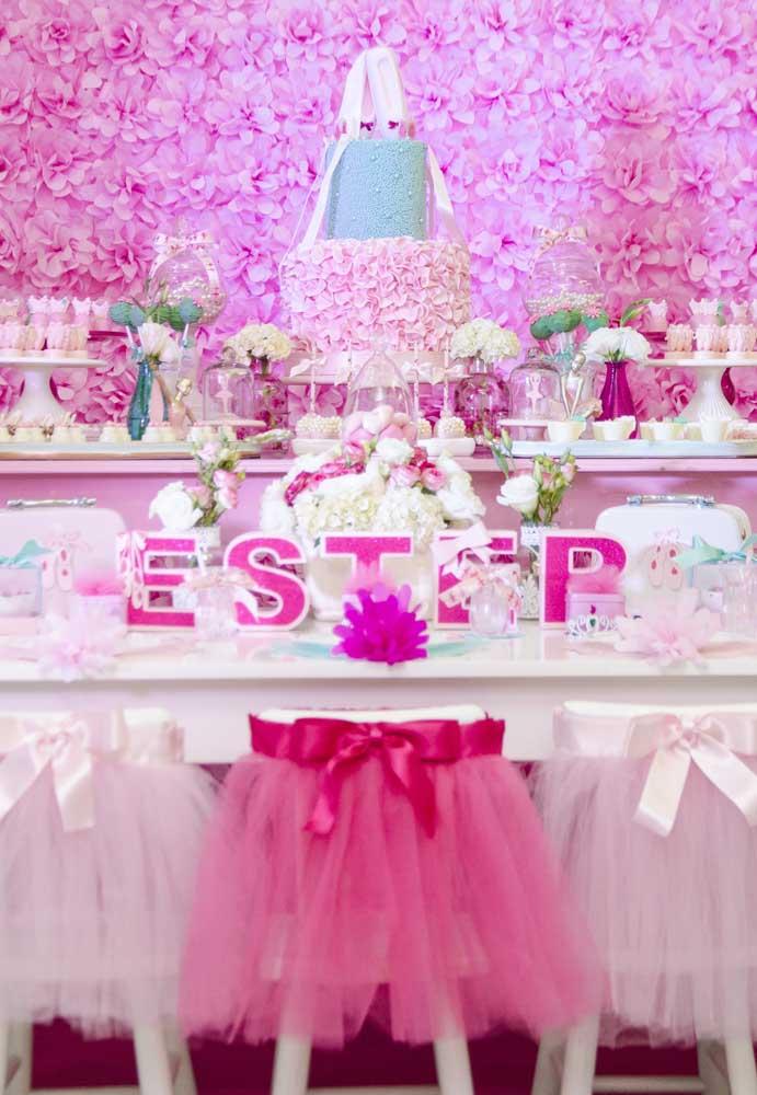 A cor rosa é o grande carro-chefe quando se fala em decoração com o tema bailarina. No entanto, é possível variar os tons para deixar o ambiente mais lindo.