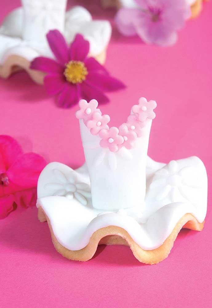 Os biscoitos e doces da festa podem ser feitos seguindo o formato da roupa da bailarina.
