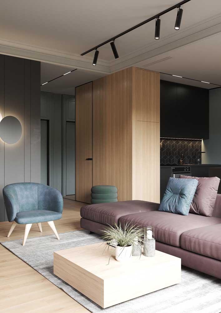Uma opção de forro de gesso para a sala moderna: pouca informação para garantir o máximo de neutralidade