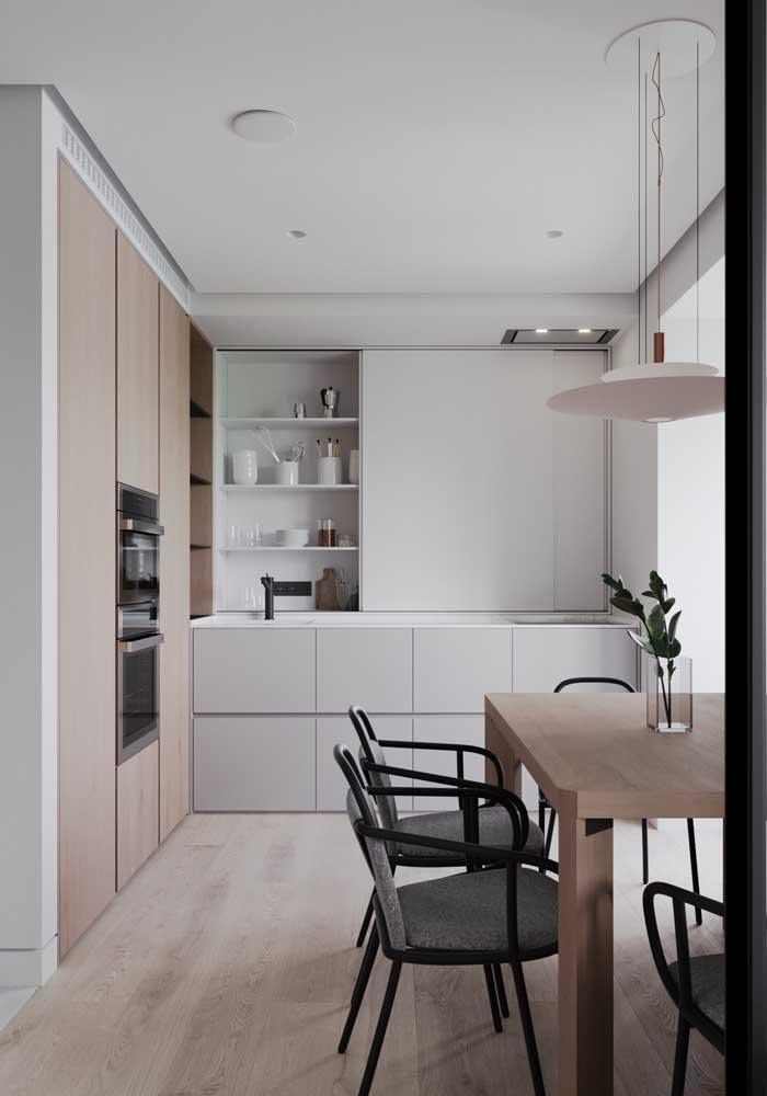 Forro de gesso tabicado para a pequena cozinha: esse tipo de acabamento combina com projetos neutros e modernos