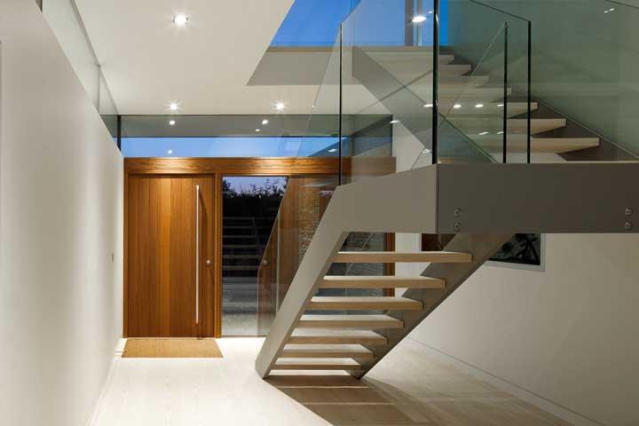 Forro de gesso no teto e na escada