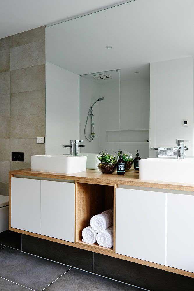 Gabinete para banheiro planejado com nicho aberto para organizar as toalhas