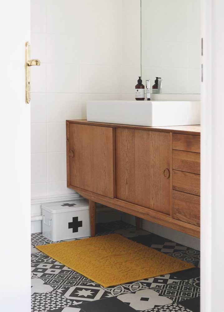 Gabinete de madeira maciça para o banheiro; elegância, durabilidade e beleza em uma mesma peça