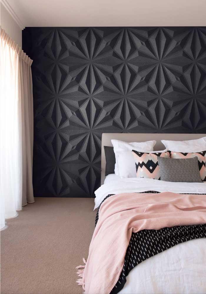 Gesso 3D preto para quarto de casal: classe e design no desenho das placas