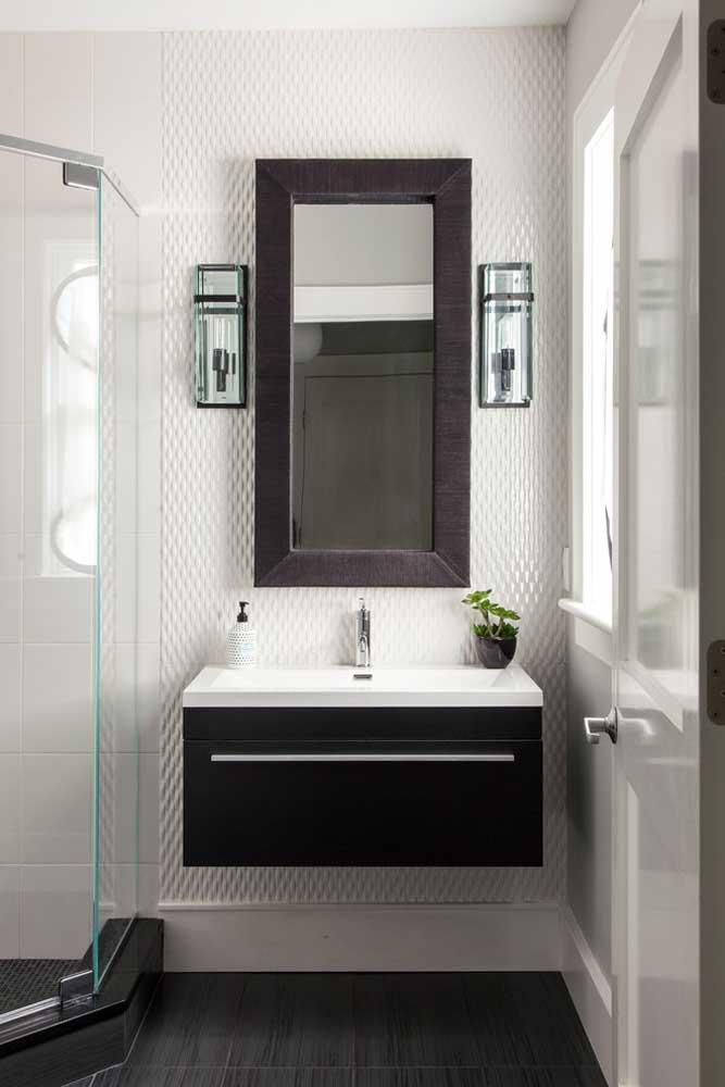 Placas de gesso 3D para valorizar o pequeno banheiro