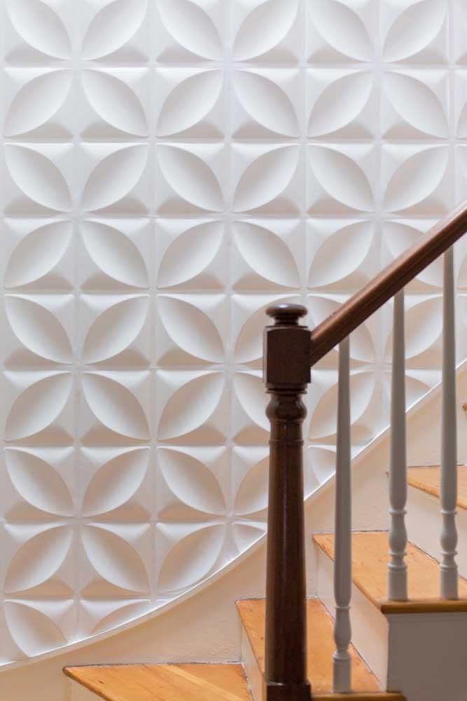 É possível encontrar uma infinidade de formas e desenhos disponíveis em placas de gesso 3D, basta escolher a que mais combina com o seu estilo