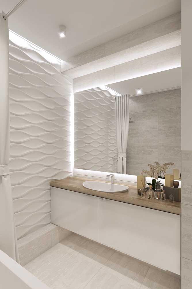 Gesso 3D para o banheiro em branco e bege; uma excelente alternativa para tirar o aspecto sem graça do branco