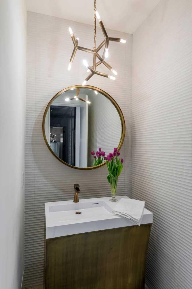 O lavabo ganhou outra cara com a aplicação das placas de gesso 3D