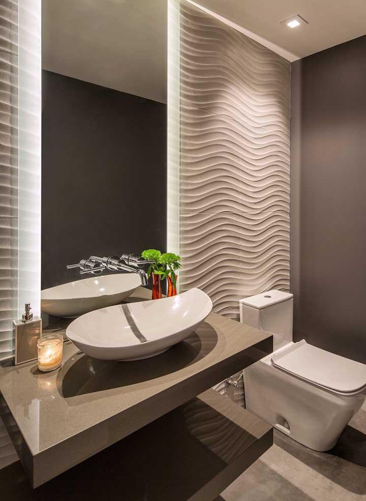 Placas de gesso 3D no lavabo: os spots de luz ajudaram novamente na iluminação do local
