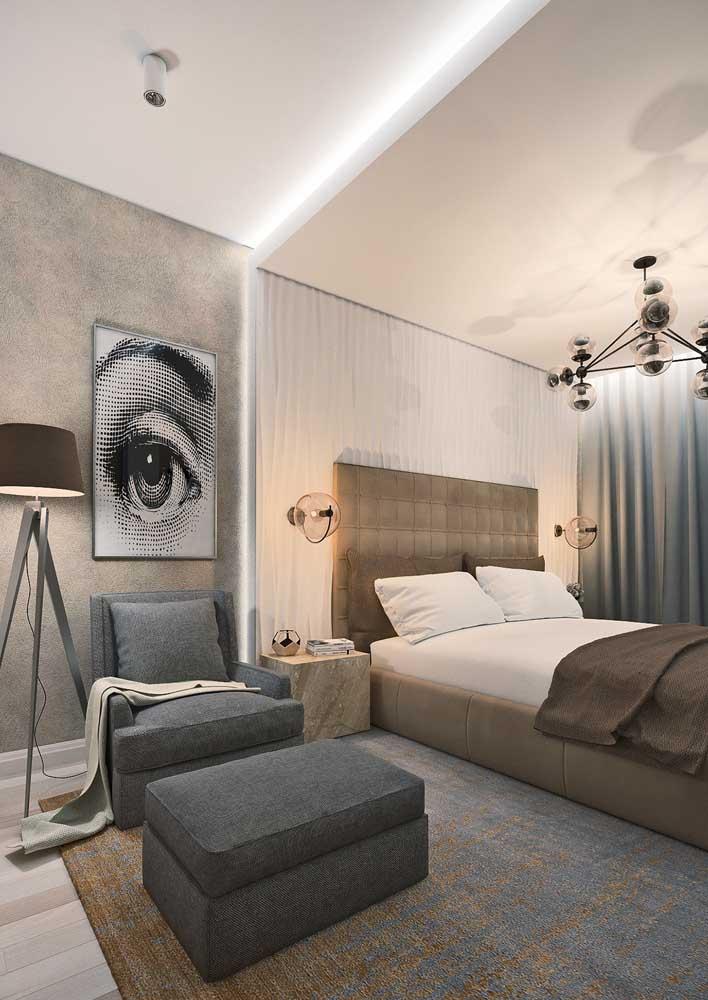 O quarto do casal ganhou mais aconchego e modernidade com o efeito 3D na parede da cama
