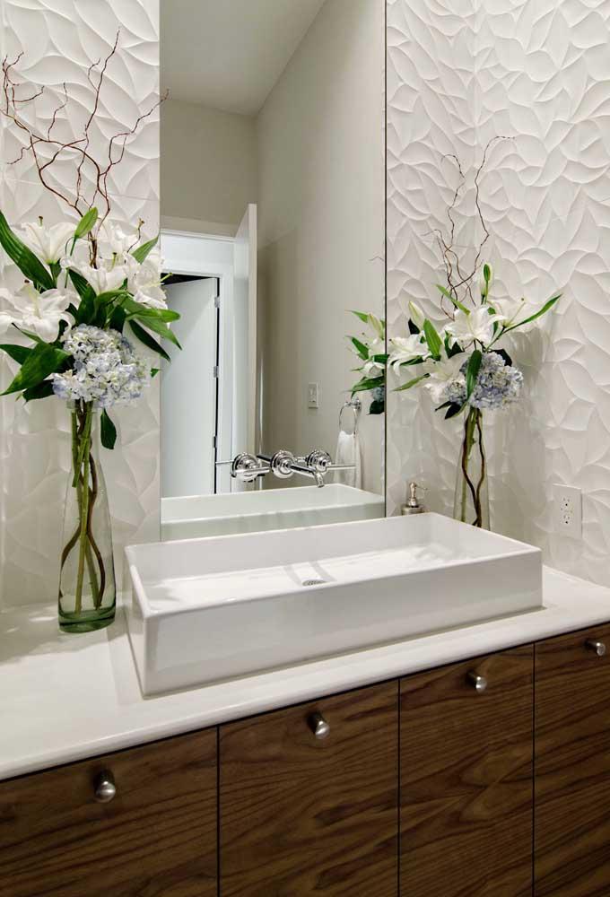 Elegância define esse lavabo decorado com placas de gesso
