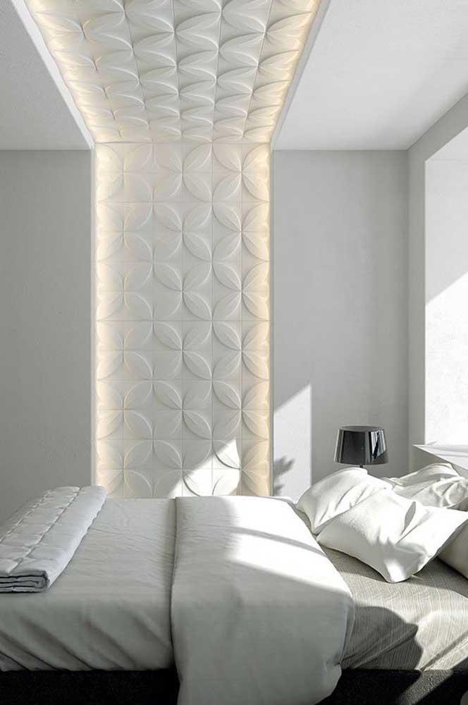 As placas de gesso 3D iluminadas provocam sensação de profundidade ao quarto, sem contar que são muito aconchegantes