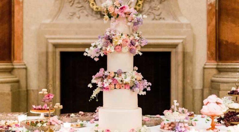 Mesa de bolo de casamento: veja ideias para decorar