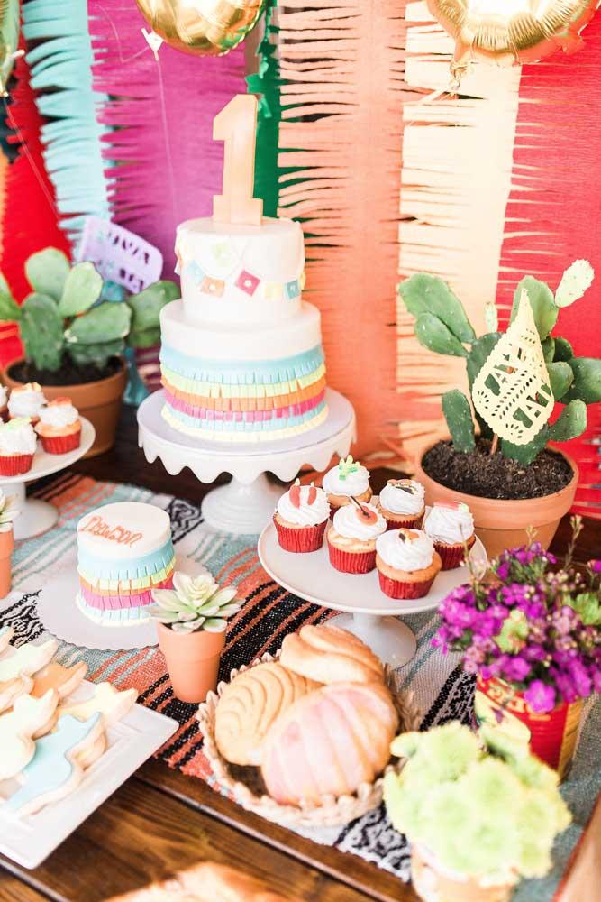 A mesa de guloseimas perfeita para uma festa de estilo mexicana